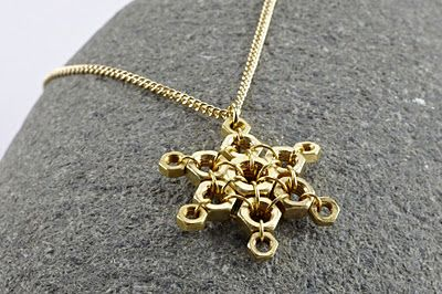 Hex Nut Jewelry  letandas.blogspot... - This would also work with silver hex nuts and work as an ornament.