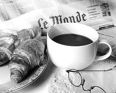THIS IS EXACTLY WHAT I NEED TO BE LOOKING AT RIGHT NOW…Good morning tumblr…~J    dolcerandy:    Caffè domenicale  Isolata dal mondo  in apnea di pensierispalmo il pane di marmellataaddento la malinconiaconsumando in fretta il suo sapore amaroper rifarmi la boccacon un profumato caffè.                        Good morning tumblr By Randy