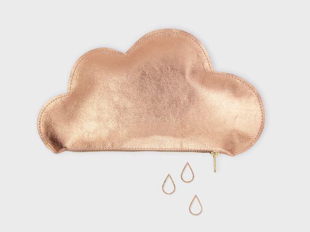 Let it shine! Das süße Wolkentäschchen aus Metallicleder strahlt bei jedem Wetter - und du garantiert auch! Das roségoldene Täschchen sorgt für Ordnung in deiner Handtasche und bietet Platz für...