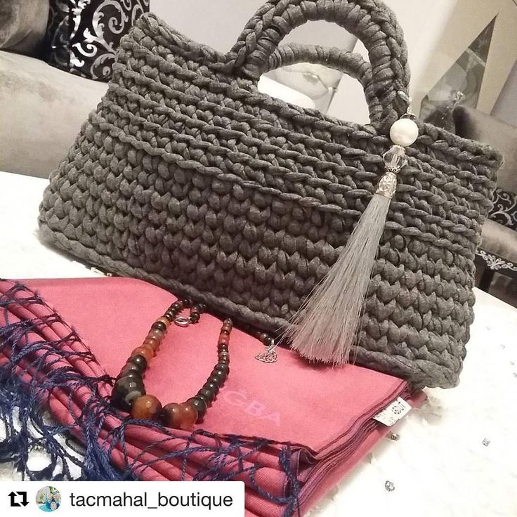 #Repost @tacmahal_boutiqu In con @repostapp · · · venire prima cosa che ho un nuovo telefono ... Perché emulare abbellito il mio lavoro cerco di svelare come mai sergileyemiyorum.oysa che appare nella foto era molto più bello questo ordine çanta e DM per informazioni  #crohetlov a #knitting #yarn #penyeipcant per #penyeipkoly per #sepet #sweet # #Design è #amazing #aksesu è #hedi per #hediyelik #komb la #stayling #dekorasyo il # evimevimgüzelev sono #hob il #org la #orguhob