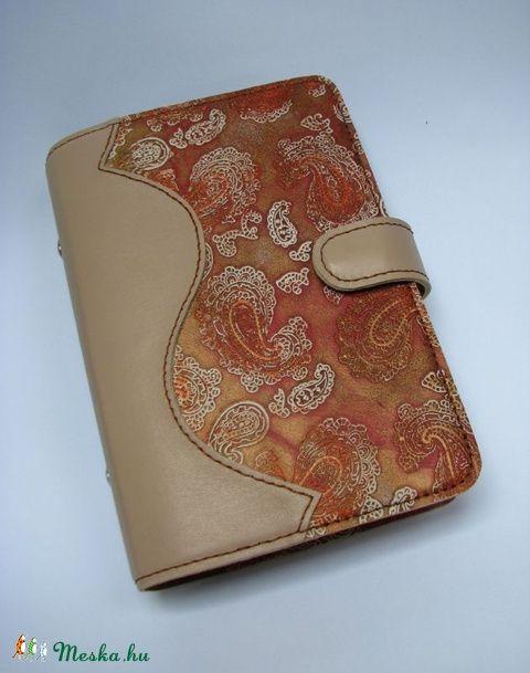 Meska - Bézs és mintás metál  bőr gyűrűs határidőnapló, kalendárium Dettymoon kézművestől