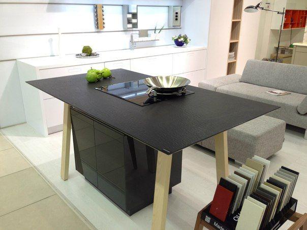 Quartzforms Spacco black table