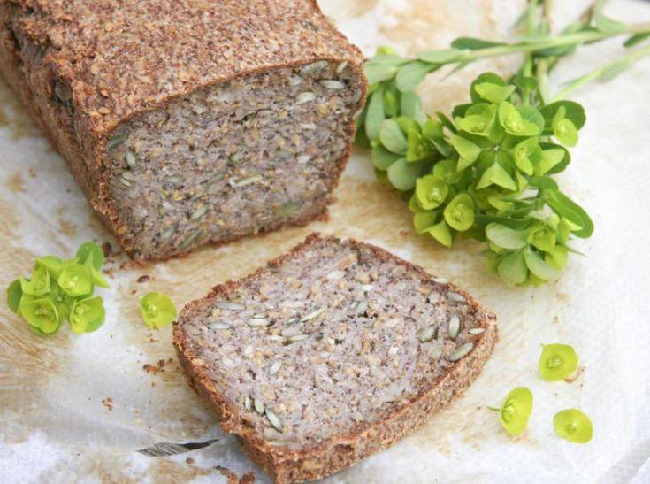 """Un petit pain de """"moineau"""" plein de bonnes graines, sans gluten et sans levure, à l'indice glycémique bas."""