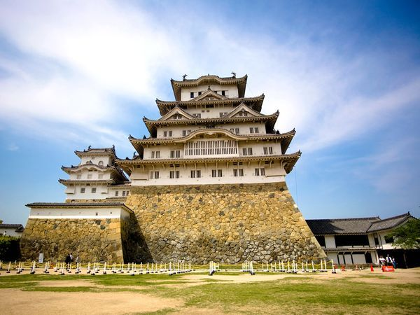 Himeji-Jo - Designated a World Heritage site by the United Nations, Himeji-Jo is one of the finest surviving examples of classic Japanese architecture. Dating from the early 17th century, the striking, white-walled castle is also classified as a national treasure in Japan.