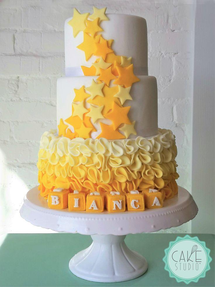 torta per Battesimo con stelle e rouches nelle sfumature del giallo