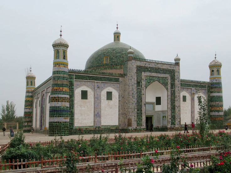 The Fragrant Imperial Concubine of Qing Dynasty Emperor Qianlong is among the 72 persons of five generations buried in the Abakh Hoja Mazar (1640) at Kashgar, Xinjiang, China.
