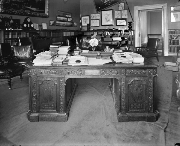 The Resolute Desk - Story of The US President's Desk