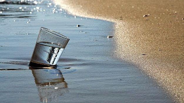 http://www.saludbienestarnutricion.com/beneficios-del-agua-de-mar-para-la-salud/