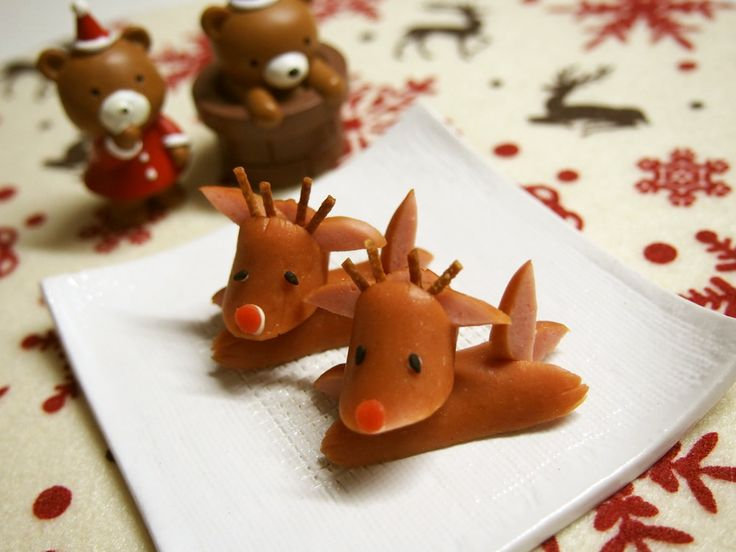 reindeer from mini hot dogs ~ dried noodle or pretzel stick for antlers, black sesame seeds/grains for eyes, red pepper bits for Rudolph's nose | from oharumin @ Cookpad