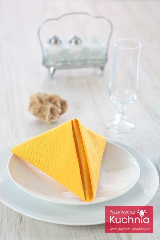 #poradnik jak złożyć serwetkę w piramidkę - instrukcja krok po kroku  http://pozytywnakuchnia.pl/serwetka-piramidka/  #home #decor #dom