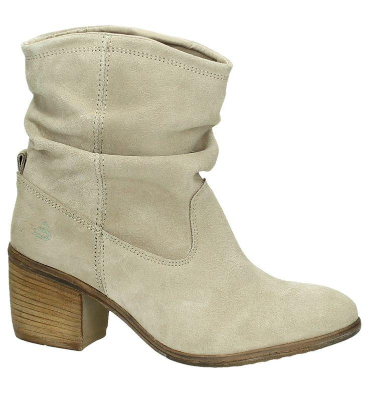 Het beste aan je outfit zijn je schoenen. Deze quote slaat bij Bullboxer de nagel op de kop! Bij Bullboxer kiezen ze regelrecht voor funky prints en unieke texturen. Bij het opkomen van een nieuwe trend zitten ze op de eerste rij. Bullboxer geeft je trendy, comfortabele schoenen aan een eerlijke prijs. Zijn het nu bottines, casual schoenen of geklede schoenen, bij Bullboxer vindt elke man de perfecte schoen. Voor de vrouwen zijn er stoere boots, enkellaarzen, korte la...