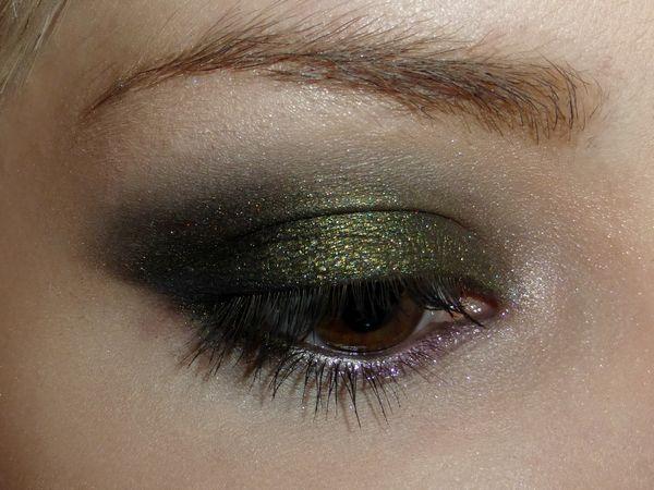 Pour l'automne, on adore le makeup kaki de Margaux B. !