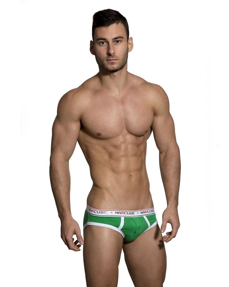 Brings together comfort, colour and masculine style thanks to the Cotton Elastane fabric and that sexy Marcuse cut. With 8 colours to choose it wont be hard to look and feel your best. Or, get the boxed set to ensure you're covered for every day of the week. All pairs with Marcuse branded waistband and signature tag