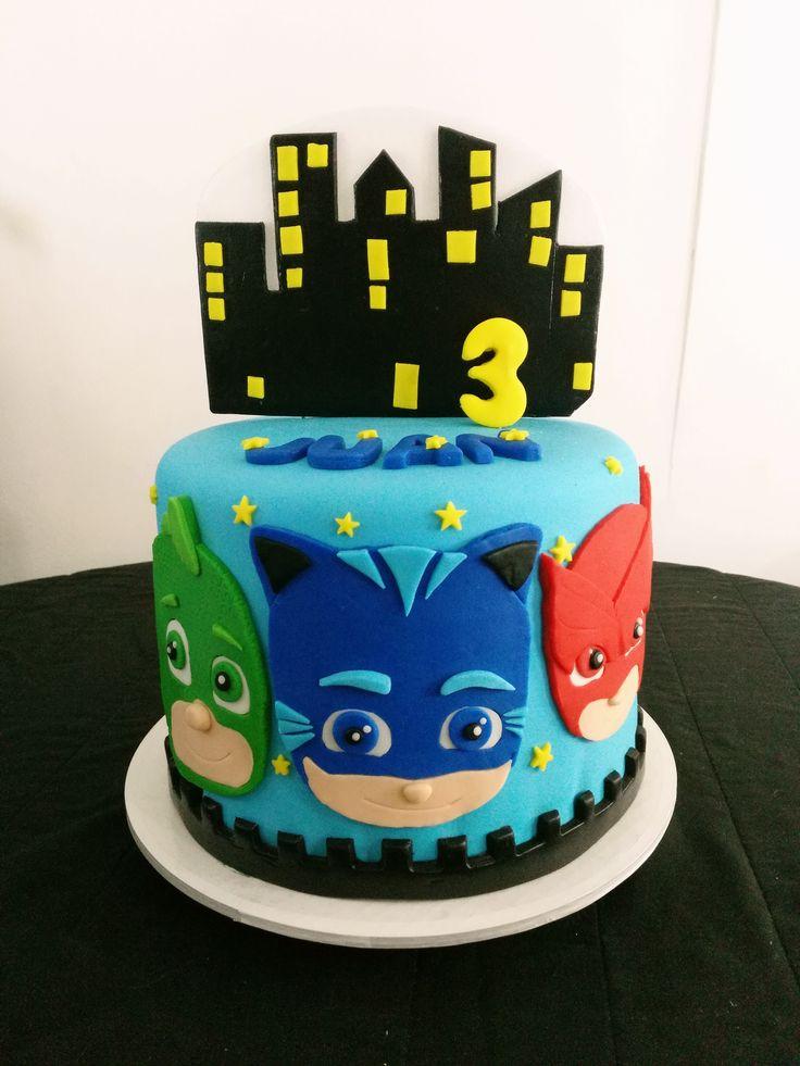 Torta personalizada en fondant de un piso (un nivel) Heroes en pijama: Mia reposteria Cali