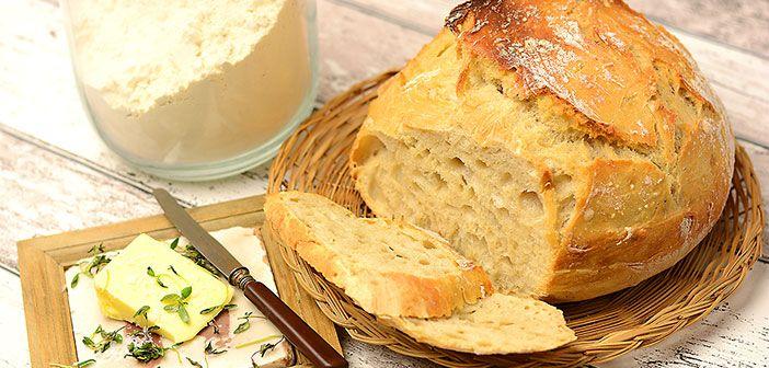 """Pataleipä eli """"No-Knead Bread"""" on kuin Pariisilaisesta leipomosta konsanaan. Rapea kuori ja pehmeä sisus. Tämä herkullinen leipä on myös äärimmäisen helppo tehdä."""