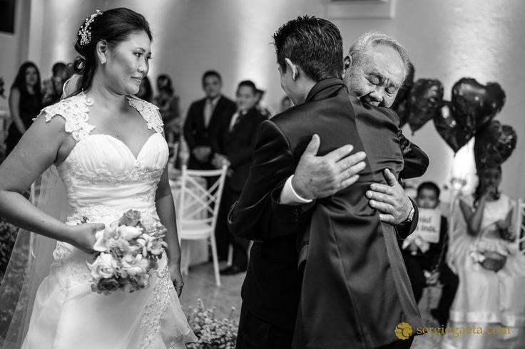 #weddingphotojournalism #fotojornalismocasamentosp #espacovitta #bridesfather #noivos #novios #bride #groom #brprofessionalphotographers #sonyimages #a7ii #buque #weddingbrazil