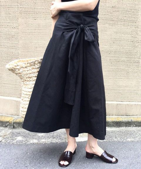 Lovely black skirt. Favorite summer outfit | casual outfit | minimal outfit | simple outfit | comfy outfit | summer vacation outfit | summer travel outfit | summer street style | simple holiday outfit | pared down holiday looks | minimalist summer fashion | minimalist summer outfit ideasInvite