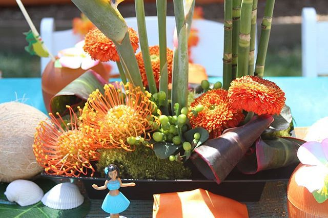 What a fun pop of orange with the green for centerpieces at our Hawaiian themed birthday party! Who can resist a little hula girl as well? (Venue: Private Home Event Planning Graphics Design Production and Photographer: @despinacraigevents Cake: #KaceyMartinez Entertainment: @happilyeverlaughterparties Florals: @katharinastuart)