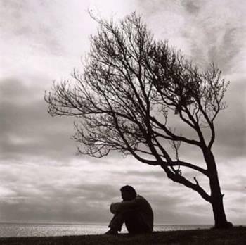 """L'esasperazione, la stanchezza, il male di vivere, spesso portano a vedere negli altri, in coloro che ci stanno vicini, la causa di tutte le nostre difficoltà, dei nostri mali. È la via più facile, anche se non indolore, per sfuggire alla verità, alle umane, umanissime paure. Diventiamo ciechi nei confronti delle responsabilità e non ci accorgiamo che la vita è come ce la siamo costruita noi. Da """"Alle porte della vita"""", di Romano Battaglia (1933) #libri #books www.fieralibrocerignola.it"""