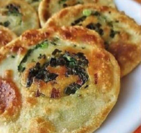 #ПостныеЛепешки с зеленым луком – как испечь Постные лепешки с зеленым луком - вкусные, хрустящие и простые в приготовлении. Ингредиенты. Как испечь постные лепешки вместо магазинного хлеба.