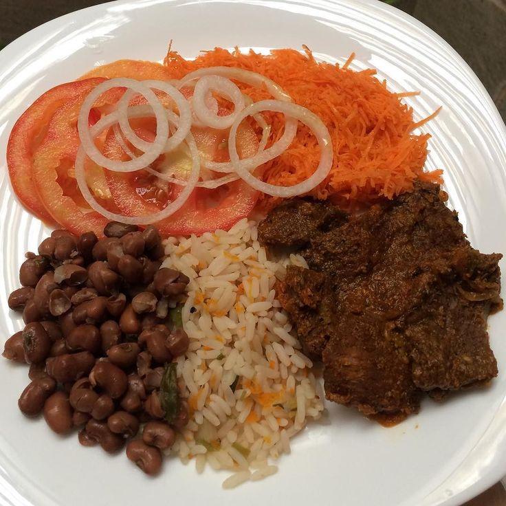 Almoço: Bife cozido  Arroz parbolizado  Feijão de corda  Salada (tomate cenoura cebola e azeite extravirgem) #90diasemequilíbrio by oucaseucorpo