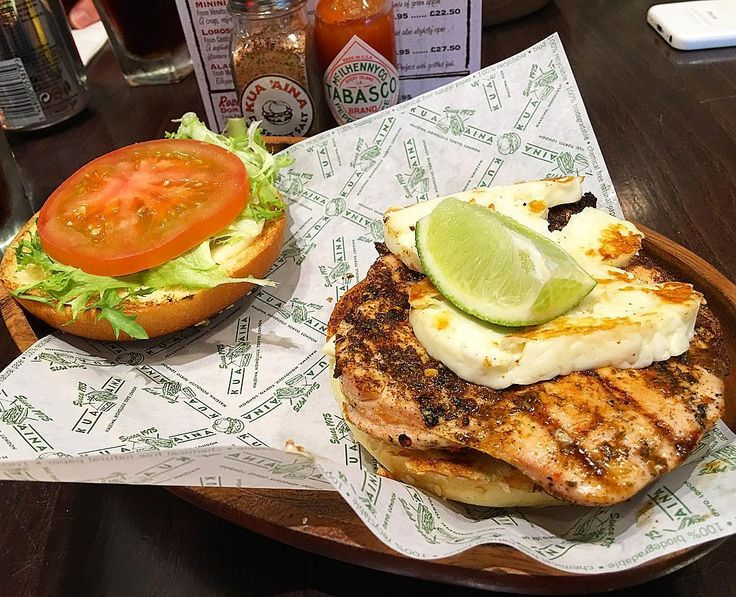 Rest day:  The Kua 'Aina Huli Huli chicken and grilled halloumi burger  #intermittentfasting #fasting #healthy #likeforlike #bodybuilding #nutrition #workout #leangains #iifym #ifitfitsyourmacros #fit #food #protein #yummy #diet #gymlife #eatclean #food #foodstagram #foodporn #yum #motivaton #fitness #instafood  #fitness #gym #meal #instagood #instafit #burger #halloumi