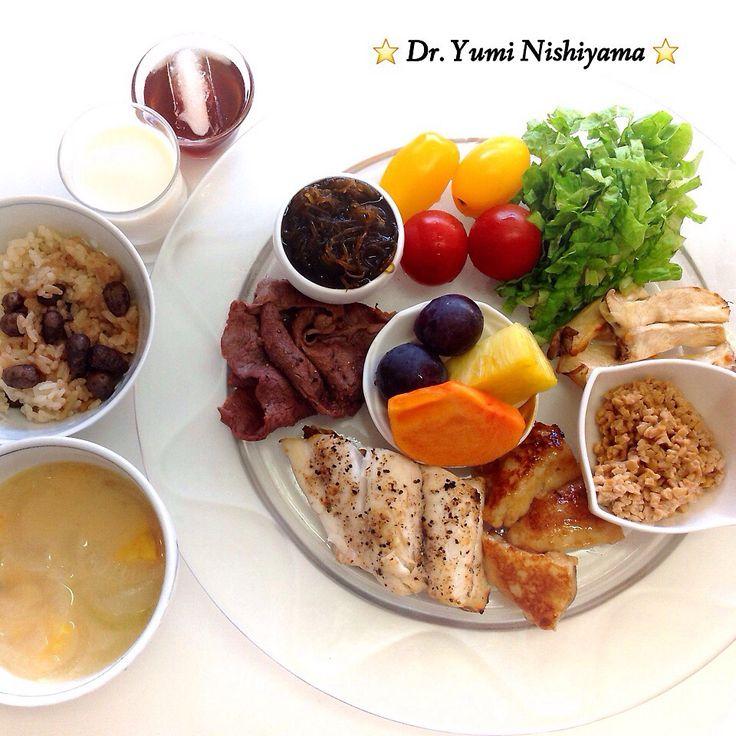 2014.11.24「ドクターにしやま由美式ダイエットプレート」:女性医師が栄養バランスを考えた、美味しいプレートのご紹介。                    大きめのプレートに、血糖値を急激に上げないように考えた食材を並べ、12時の位置から順番に食べるとても分かり易い方法です。                    血糖値を上げないこの食べ方は、身体に優しく栄養補給ができるので健康を維持できます。オリジナルの⭐️西山酵素⭐️も最後に飲みます。                    ⭐️美女のスイッチ⭐️⭐️時計周りに食べなさい⭐️の西山由美医師の本もAmazonで購入できます。                    栄養医学療法外来では、お肌やダイエット、身体の美容健康の相談も行っています。                    ドクターY'sクラブでは、ダイエットプレートセミナーを定期的に開催しています。参加希望の方は、052-219-5252までお尋ね下さい。