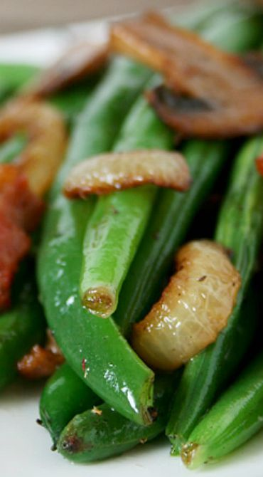 Sauteed Green Beans with Bacon and Mushrooms