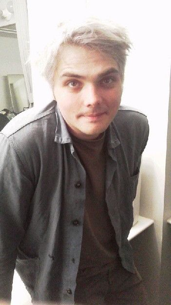 gerard way the man who can pull off any hair color