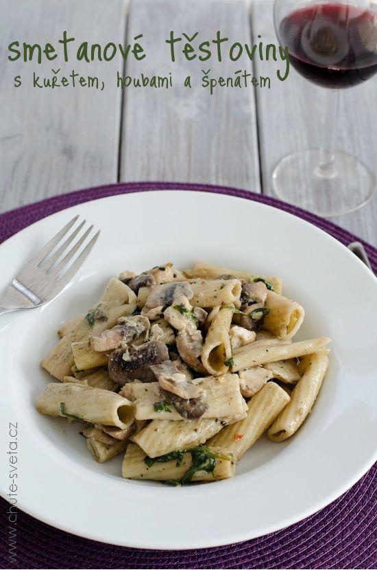 smetanové těstoviny s kuřetem, houbami a špenátem