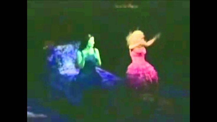 """Wicked - Kristin Chenoweth, Idina Menzel """"Popular"""""""