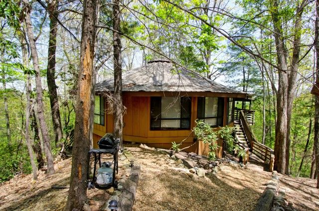 Elk Horn Lodge - This 2 bedroom chalet has two roomy king suites with their own private baths! http://www.auntiebelhams.com/cabins/264-elk-horn-lodge