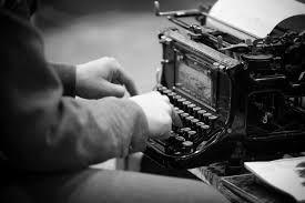 Il #traduttore è con evidenza l'unico autentico #lettore di un #testo. Certo più d'ogni #critico, forse più dello stesso #autore. Poiché d'un testo il critico è solamente il corteggiatore volante, l'autore il padre e marito, mentre il traduttore è l'amante. Gesualdo Bufalino