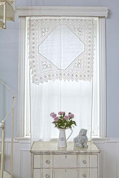 Lace-topped curtain