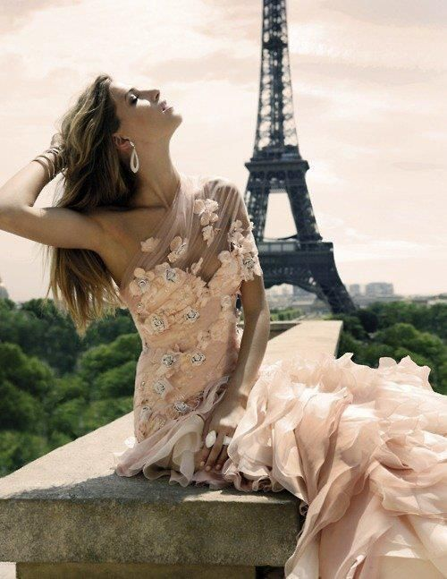 Love the dress, love Paris, need my picture taken in front of the Eiffel tower.... :)