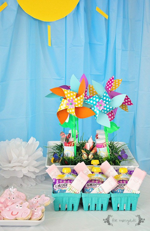 DIY Peppa Pig Picnic Birthday Party with $4 backdrop, muddy puddles and custom favors with free printables | Five Marigolds