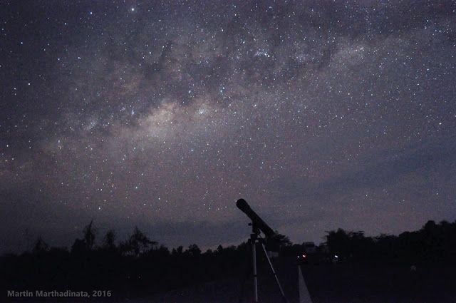 Galaksi Bimasakti di langit Tanjungpandan, Belitung. Kredit: Martin Marthadinata, 2016   SpaceNesia - Bimasakti adalah galaksi rumah ki...