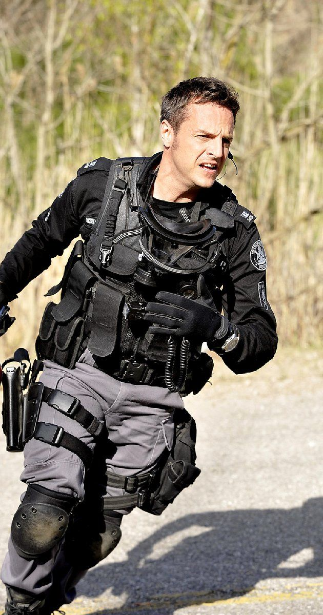 Flashpoint (TV Series 2008–2012) photos, including production stills, premiere photos and other event photos, publicity photos, behind-the-scenes, and more.