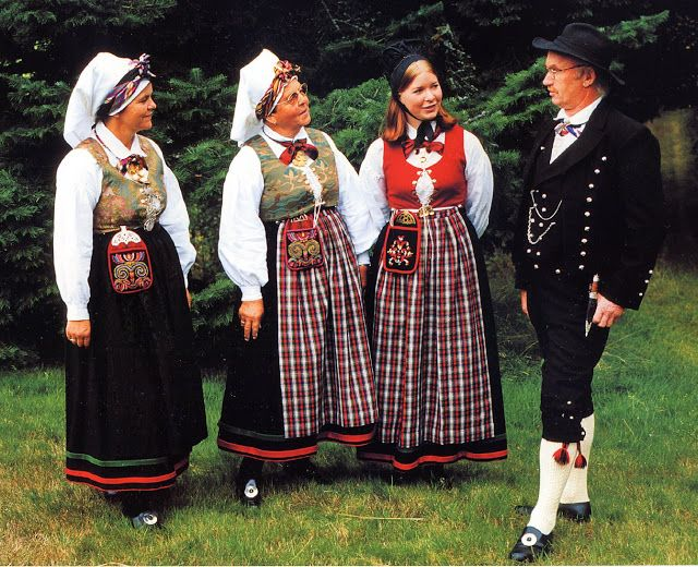 FolkCostume&Embroidery: Overview of Norwegian Costumes, part 2. The eastern heartland, Iveland