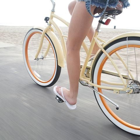Beach cruiser bikes work well on the sand because they have several unique features.   #26schwinnfairhavenwomens7speed, #schwinnfairhavenwomens7speed, #7speedcruiserbikewomens