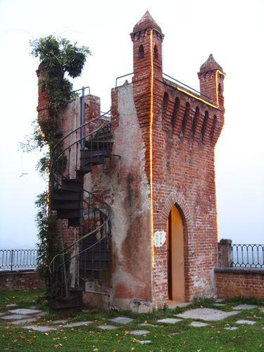 Piccola torre, Castello Rosso, Costigliole di Saluzzo,
