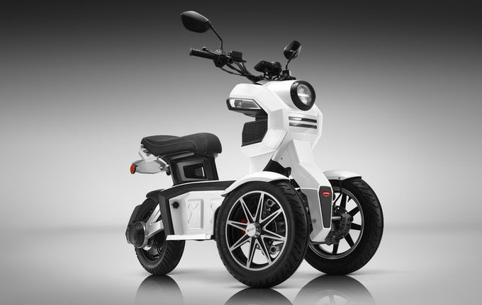 "iTank: ""A three-wheeled scooter is the future."" Bosch motor goes from 0-28 mph in 4.6 seconds (the top speed is limited) Removable lithium-ion batteries fully charge in 6 hours Range of 62 miles (official) or 100 miles (according to Ram) 50:50 weight balance and low center of gravity"