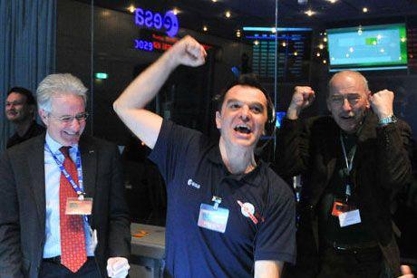 """Fra i dieci personaggi del mondo scientifico scelti da """"Nature"""" per essersi distinti quest'anno il primo della lista è Andrea Accomazzo, l'italiano che ha guidato la sonda Rosetta nel suo viaggio di oltre sei miliardi di chilometri fino alla cometa  67P/Churyumov-Gerasimenko."""