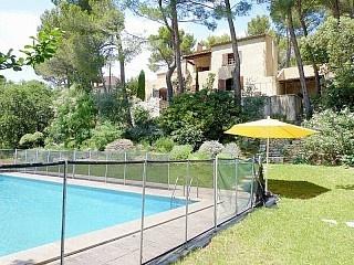 Ferienhaus Provence mit Pool und großem teils Hanggrundstück, Haustier erlaubt Ferienhaus in Merindol von @homeaway! #vacation #rental #travel #homeaway
