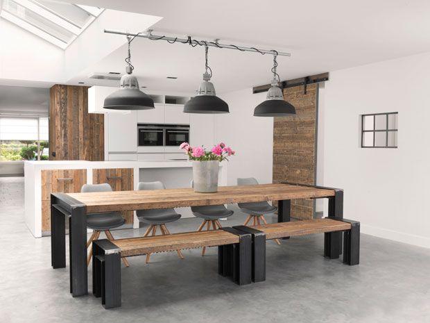 """#Woonbeton #designvloeren Een #robuuste #uitstraling De juiste keuze als woon- en werkvloer. Deze #vloeren zijn voortgekomen uit de utiliteitsbouw, het is de z.g.n. monolietvloer of te wel """"een ter plaatsen gestorte betonvloer"""" welke direct machinaal wordt afgewerkt tot een zéér dicht en glad oppervlak  Meer informatie http://www.wonenwonen.nl/vloeren/woonbeton-designvloeren/9842"""