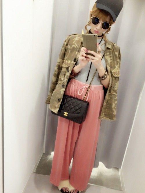先週末あたりコーデ👖💓 ピンクのデーハーなベロアの パンツはmoussyでヒトメボレ してGET