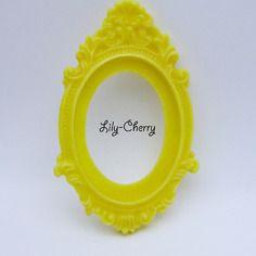 Support cadre baroque en résine jaune x1