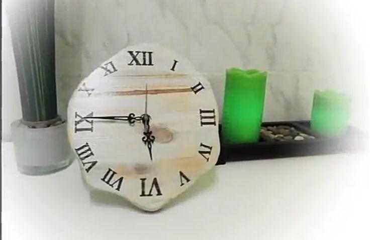 Shabby-Holz-Uhr In diesem Video unter folgendem Link, zeige ich wie ihr so eine tolle Shabby Chic Uhr selber machen könnt. Natürlich könnt ihr durch dieses Video eure eigene individuelle Uhr gestalten. Viel Spaß  https://youtu.be/kuZx_qYTwU4  #DIY #saraatwork #shabbychic #quarzuhrwerk #uhrhandmade