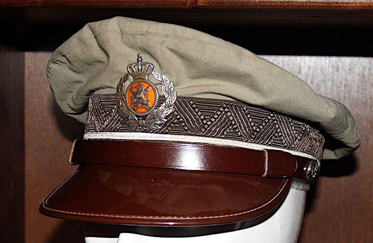 TRIS Grijs-bruine platte pet voor tropen tenue van een Hoofdofficier 1960-1975