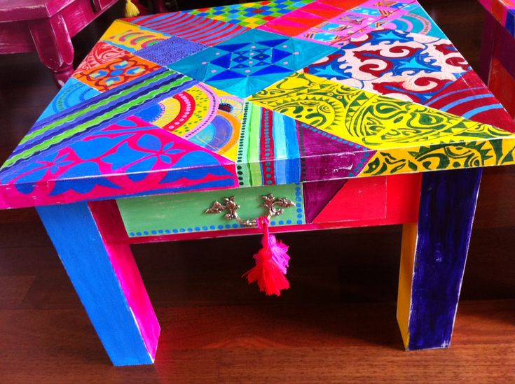 Mesa estilo campo intervenida a mano pintura pinterest - Muebles pintados vintage ...